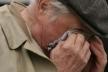 На Прикарпатті посеред білого дня невідомі забрали в чоловіка всю пенсію
