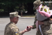 Військовий з Прикарпаття освідчився своїй побратимці на плацу (Відео)