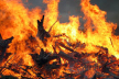 Палаючий будинок у Франківську: вогнеборці врятували двох людей та 28 – евакуювали