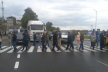На Прикарпатті люди вдруге за місяць блокують дорогу національного значення