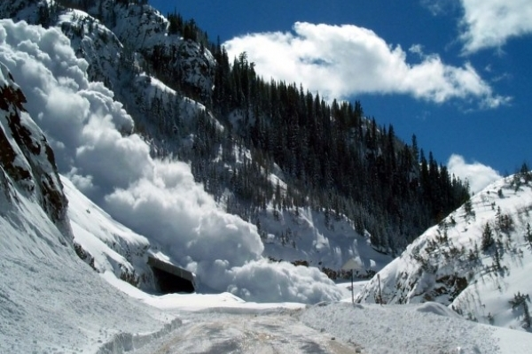 Рятувальники попереджають про загрозу сходження лавин у Карпатах