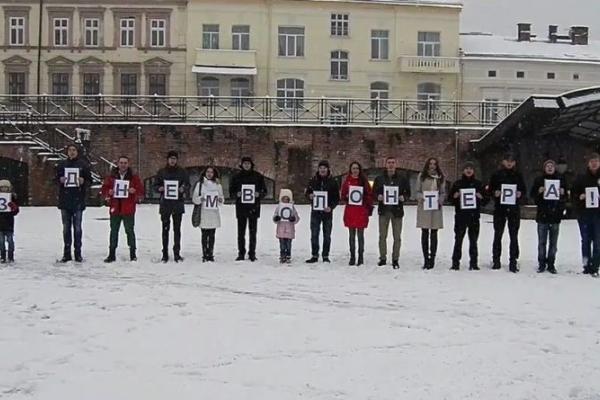 Івано-Франківські активісти відеороликом привітали волонтерів (Відео)