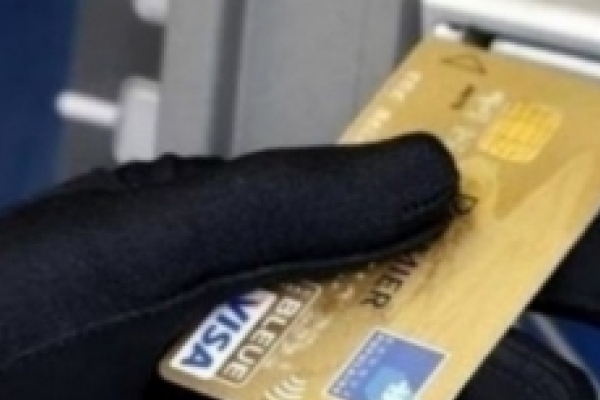 В Івано-Франківську патрульні затримали злодійку, яка вкрала картку і зняла з чужого рахунку 20 тис. грн