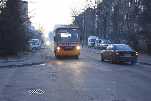 У Франківську звільнили водія, який публічно принизив матір бійця АТО