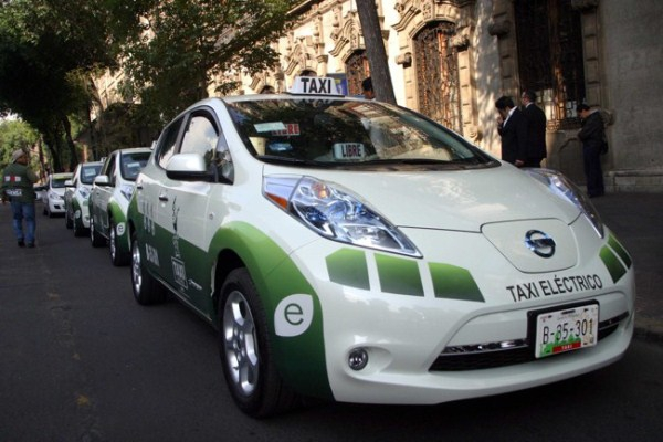 У Франківську хочуть зробити муніципальне таксі на електрокарах