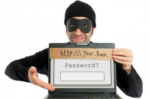 На Франківщині шахраї все частіше видурюють гроші у людей через інтернет
