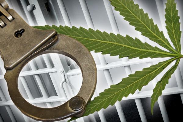 У франківському СІЗО жінка передала засудженому наркотики – тепер і їй загрожує в'язниця