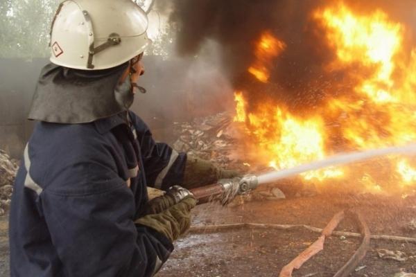 У Надвірнянському магазині ритуальних послуг згоріло 14 трун та 40 вінків