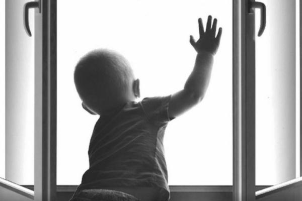 У Франківську дитина випала з вікна 7-поверхового будинку