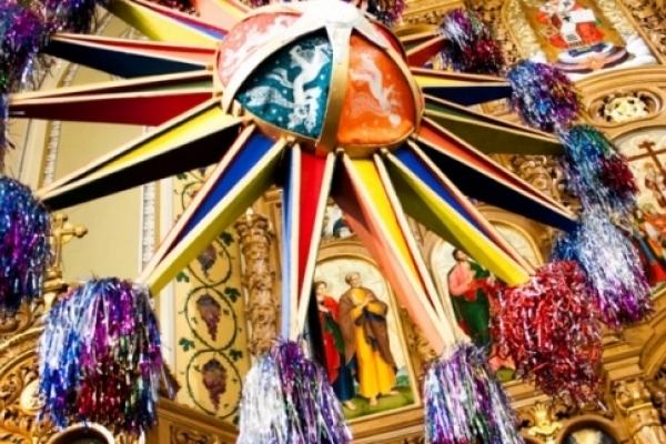 Упіймати дух Різдва з колядою і карнавалом: як провести святкові вихідні у Франківську