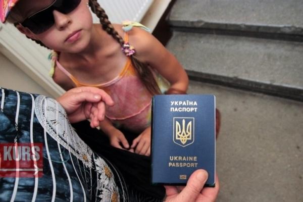 У ЦНАПі Івано-Франківська біометричні паспорти та ID-картки почали видавати лише місцевим мешканцям