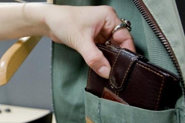 Спокусилася на крадіжку: на Прикарпатті жінка поцупила гаманець