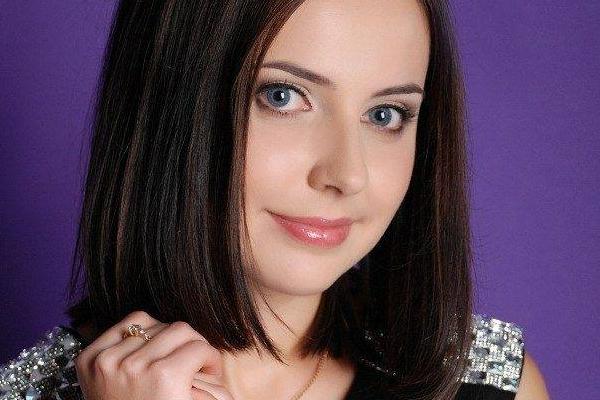 Вийшла в магазин і не повернулась: Дорогою до Івано-Франківська зникла молода жінка (Фото)