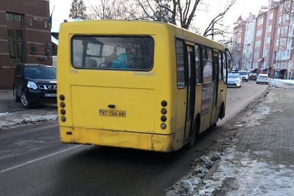 У Франківську водій вигнав з маршрутки пенсіонерку та нахамив депутату- добровольцю АТО