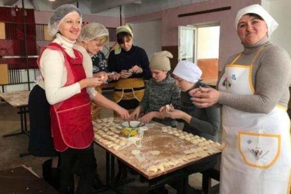 З Рогатинщини передали сотні вареників для воїнів на Схід України