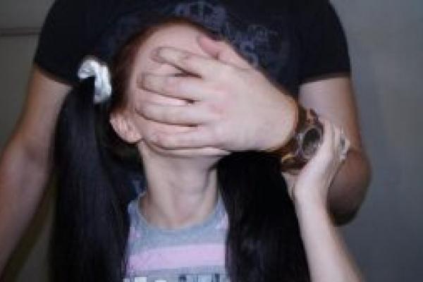 На Франківщині судять 20-річного хлопця, який зґвалтував 11-річну дівчинку