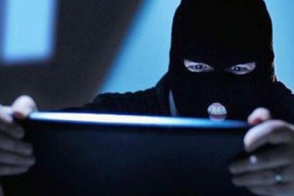 Ні покупки, ні грошей. Інтернет-шахраї ошукали франківчанку на 18 тисяч гривень