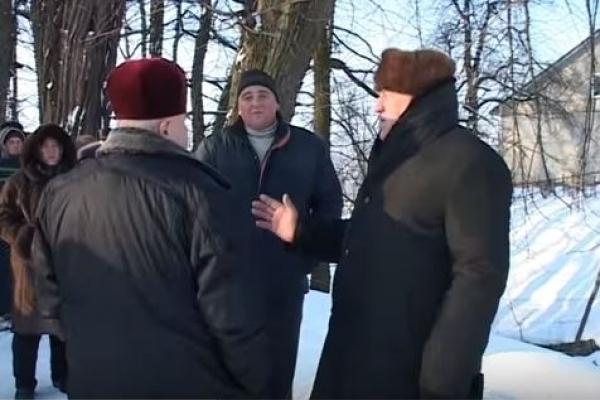 На Франківщині парафіяни не пустили отця до церкви на богослужіння (Відео)