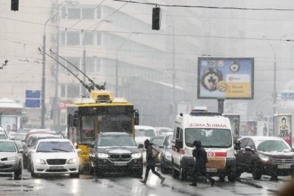 НП у Києві: вогонь охопив одразу кілька автобусів (Фото)