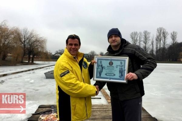 Коломийський адвокат проплив під кригою 61 метр і встановив рекорд України (Відео)