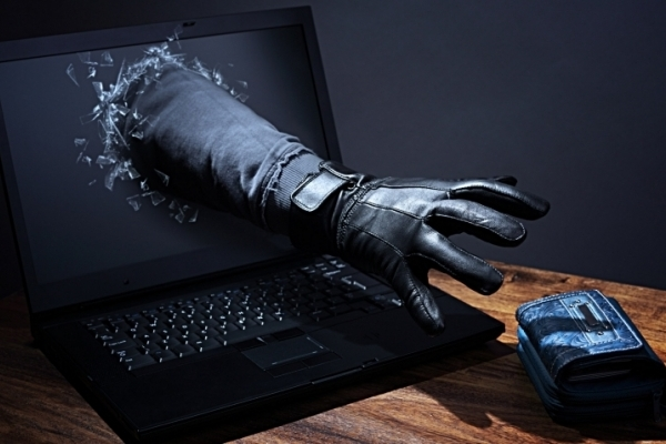За минулу добу інтернет-шахраї ошукали двох прикарпатців майже на 11 тисяч гривень