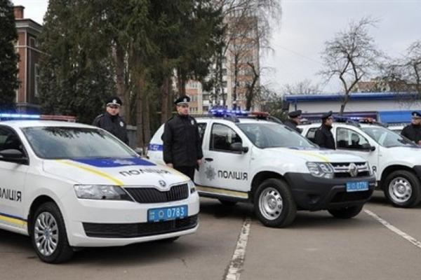 Голова Нацполіції вручив прикарпатським поліцейським ключі від нових службових автомобілів