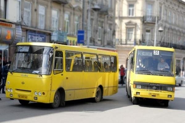 «Йди шукай учнівський на зупинці»: у Франківську водій вигнав школяра з маршрутки