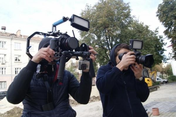 За прикарпатською школяркою цілий рік спостерігатиме знімальна група