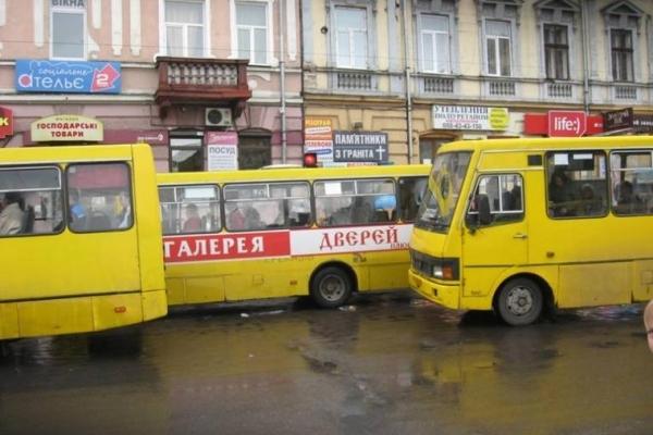 Замість пошарпаних маршруток мешканці Івано-Франківська хочуть їздити в автобусах і тролейбусах