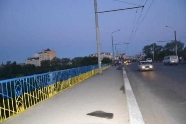 У Франківську з автомобільного мосту впав 12-річний хлопчик – дитина в лікарні