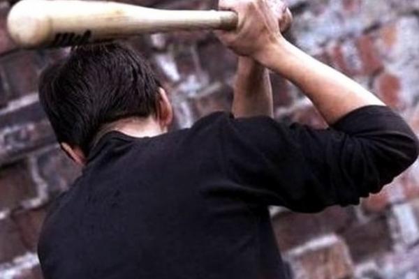 Прокуратура Прикарпаття довела в суді вину молодика, який дерев'яною битою побив свого односельчанина