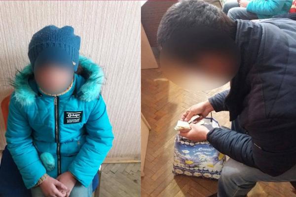 В Івано-Франківську батько змусив маленьку доньку жебракувати на вулиці