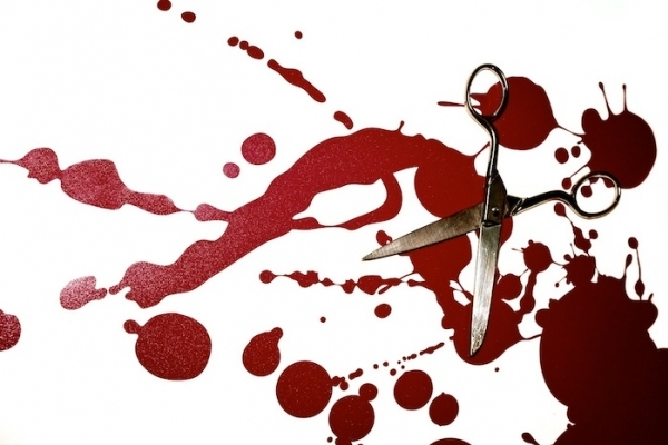 На Прикарпатті чоловіка сильно побили манікюрними ножицями