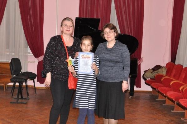 Юна піаністка з Бурштина виграла Гран-прі на Всеукраїнському музичному конкурсі у Тернополі