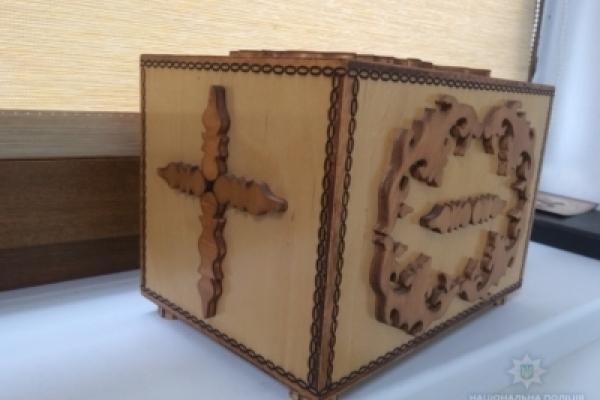 Прикарпатець сім разів крав гроші зі скриньки пожертв у каплиці