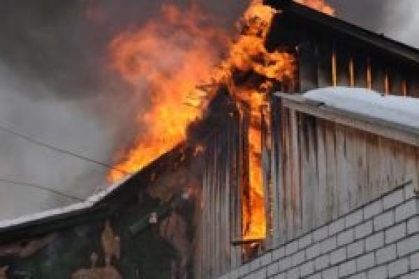 Пожежа на Прикарпатті: сусід врятував від смерті усю родину (Відео)