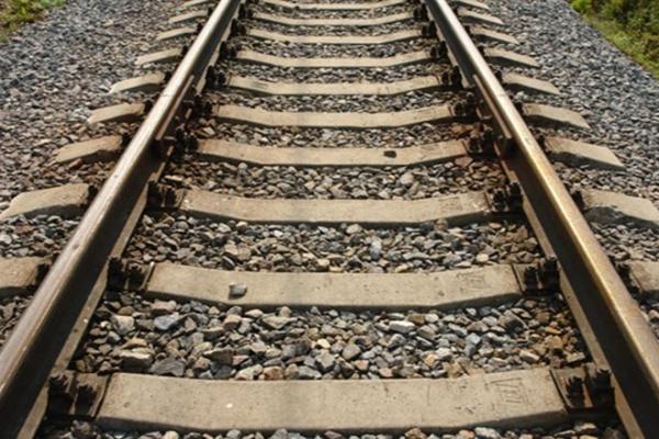 На Прикарпатті молодий хлопець кинувся під потяг