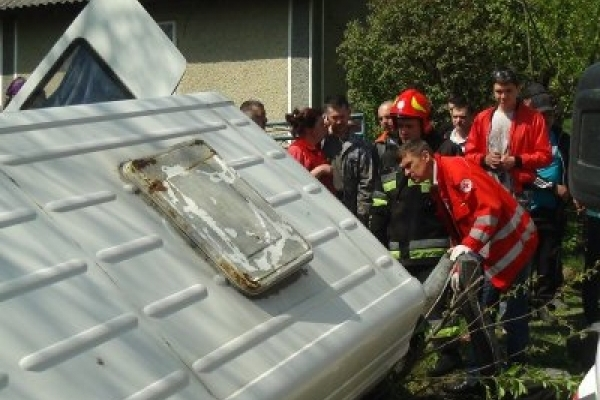 Підліток з переломом кісток черепа у тяжкому стані після аварії маршрутки на Надвірнянщині