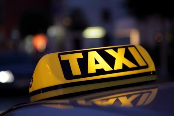 У Франківську патрульні зупинили п'яного таксиста, який віз пасажирів