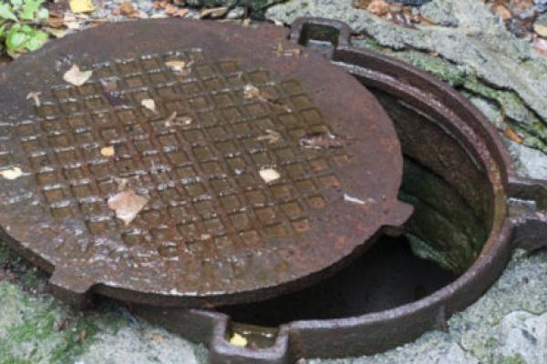 У Франківську за рік вкрали понад 100 каналізаційних люків