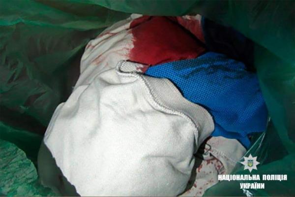 Жахливе вбивство у одному з під'їздів Франківська: чоловік заколов ножем іншого