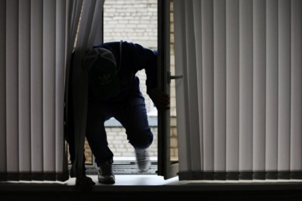 Колишнього зека-закарпатця підозрюють у пограбунках приватного житла в Прикарпатті та на Вінниччині