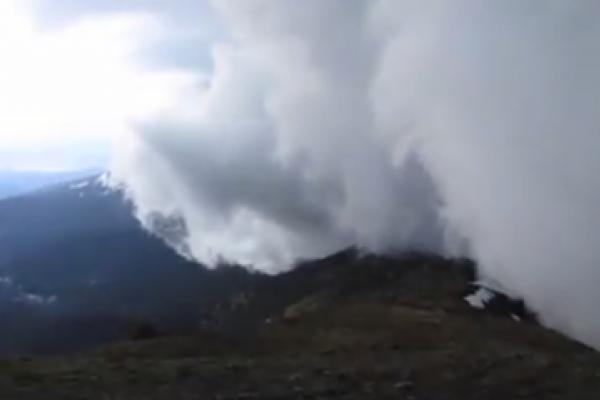 Наче хмари спустились на землю. В мережу виклали вражаюче відео бурі на горі Піп-Іван