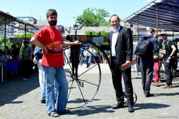 У франківському сквері з'явиться кований велосипед