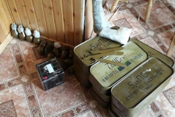 В Івано-Франківській області у прапорщика на пенсії знайшли 22 гранатомети