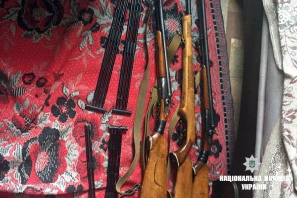 Житель Прикарпаття крав на роботі пістолети, міни, гранати і ракети (Фото)