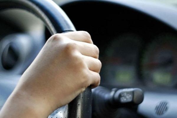 На Прикарпатті чоловік викрав автомобіль, його розшукує поліція