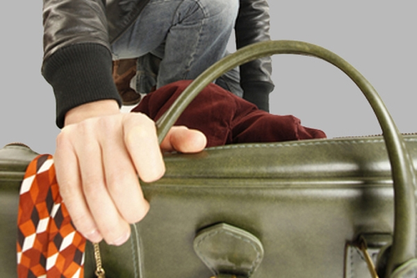 Поліція Івано-Франківська викрила зловмисника, який обікрав відвідувачку кафе