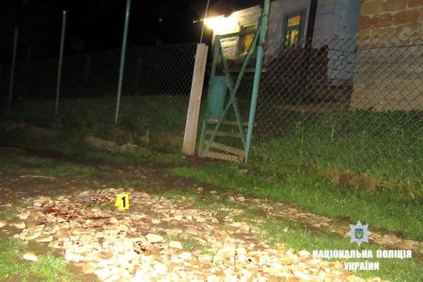 На Прикарпатті взяли під варту чоловіка, який вночі порізав двох шумних підлітків