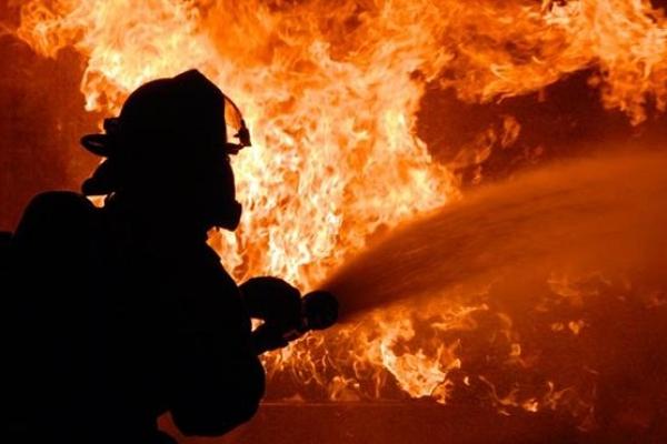 Горіло-палало: на Прикарпатті чоловік мало не загинув під час пожежі